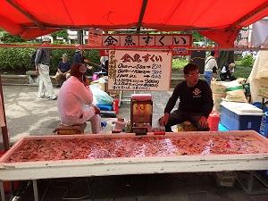 横浜開港祭バザー金魚すくい